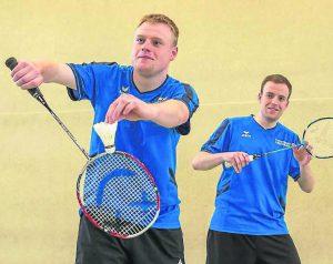 Badminton, Goldfeder-Cup in Korbach, 05/15 Erfolgreiches Korbacher Doppel mit den Brüdern Dominik (links) Stefan Imöhl. Foto: Artur Worobiow